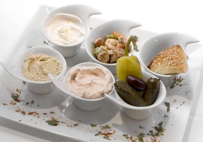 un restaurant grec paris restaurants grecs 11 adresses pour d ner entre amis elle. Black Bedroom Furniture Sets. Home Design Ideas