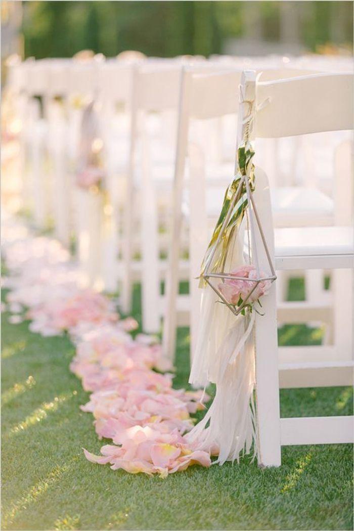 chaise de mariage pour la c r monie des chaises de mariage qui font r ver elle. Black Bedroom Furniture Sets. Home Design Ideas