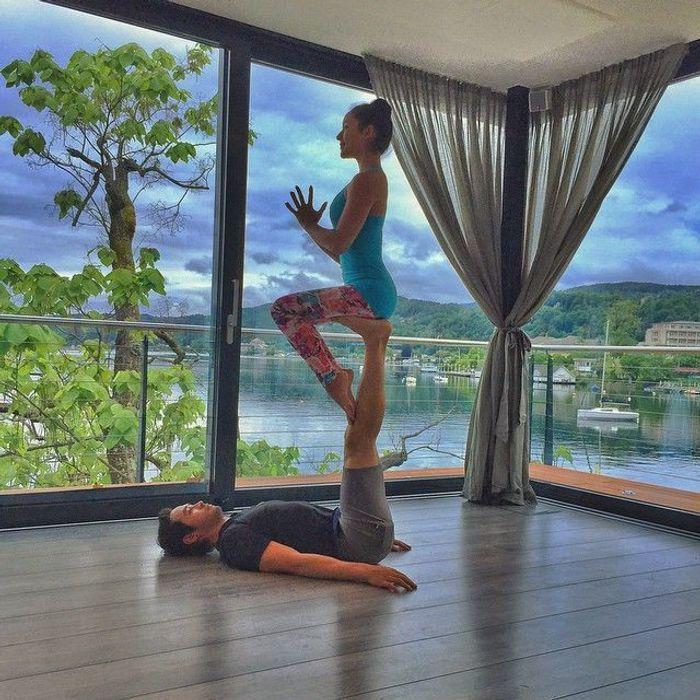 faire du yoga deux yoga en couple les plus jolies photos rep r es sur instagram elle. Black Bedroom Furniture Sets. Home Design Ideas