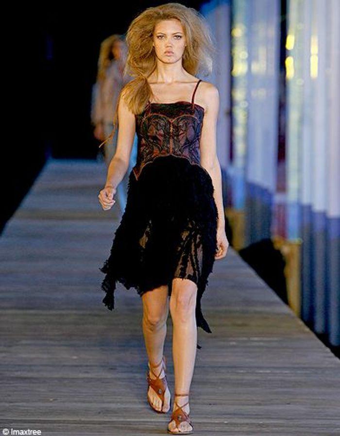 Mode mannequins defiles Lindsey wixson De la Renta ...