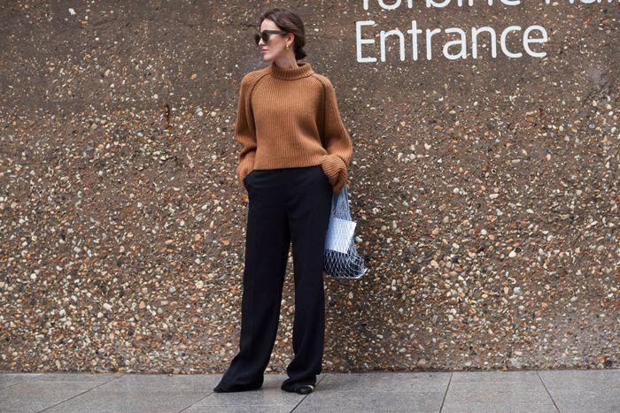 Gros pull camel + pantalon noir