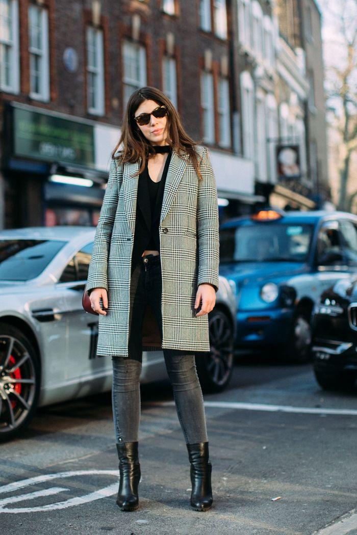 Un manteau à carreaux