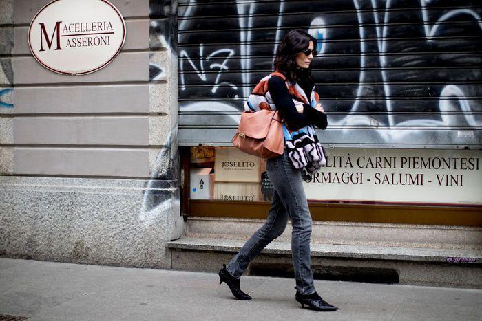 Jean noir + veste colorée