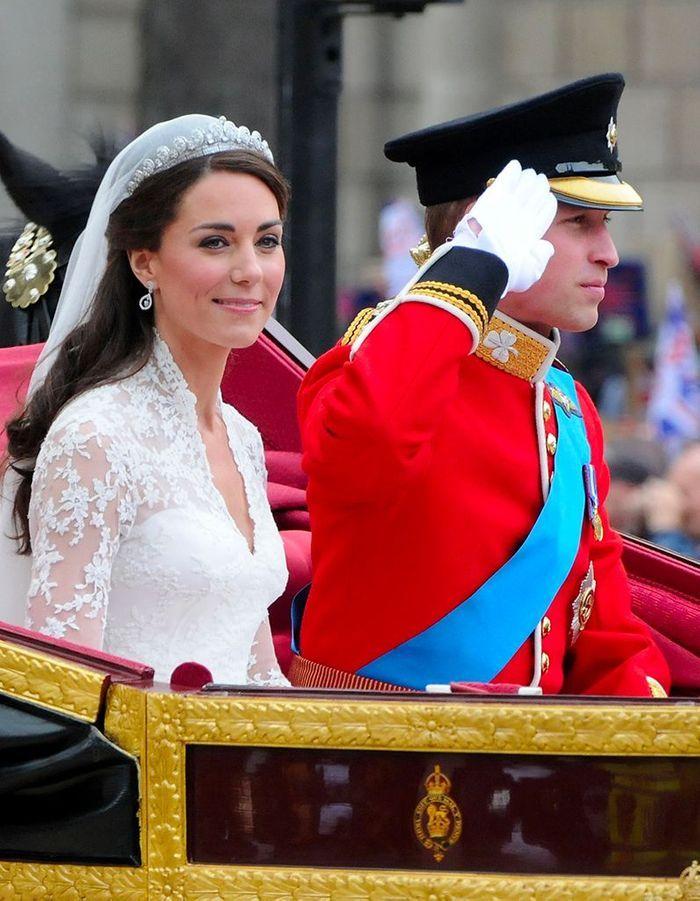 Kate Middleton et le prince William dans le landau royal, le jour de leur mariage, en 2011