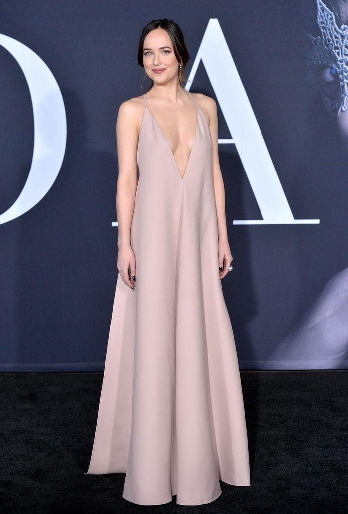 La robe décolletée