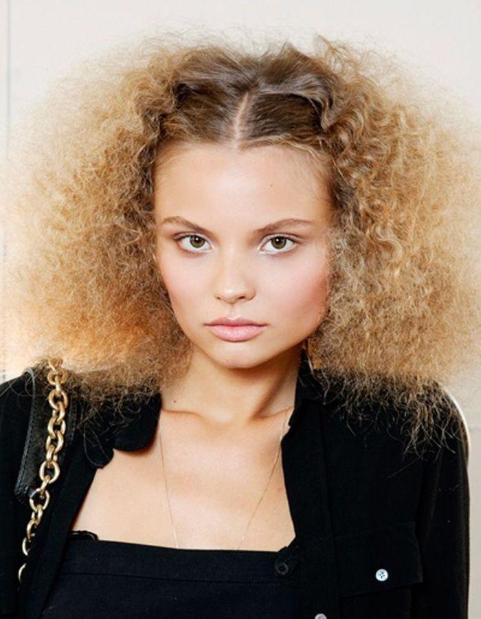 Coiffure cheveux frisu00e9s fins - Cheveux frisu00e9s  nos plus jolies idu00e9es pour les coiffer - Elle