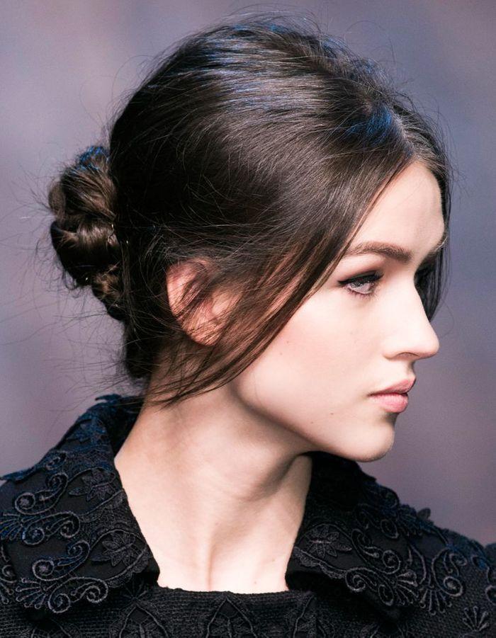 Coiffure de soiru00e9e chignon - 40 coiffures de soiru00e9e cool ou sophistiquu00e9es - Elle