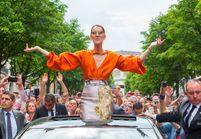 Céline Dion : des fans campent devant son hôtel pour lui offrir… un chèque !